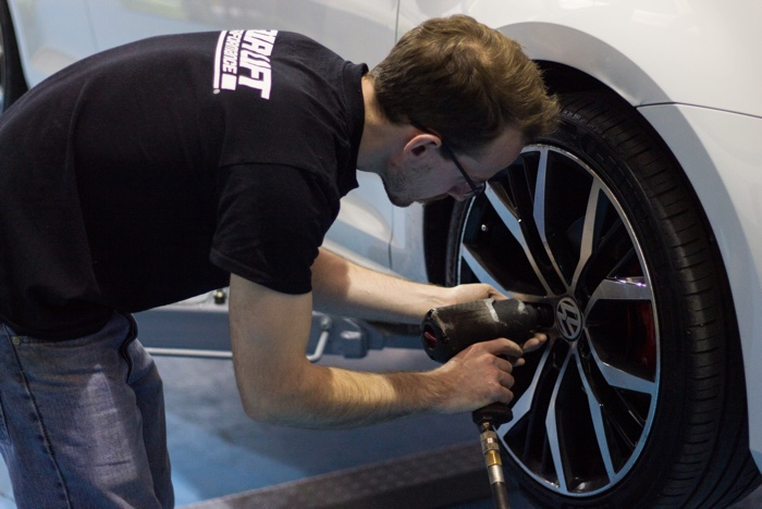 Re-fitting Volkswagen Golf MK7 wheel